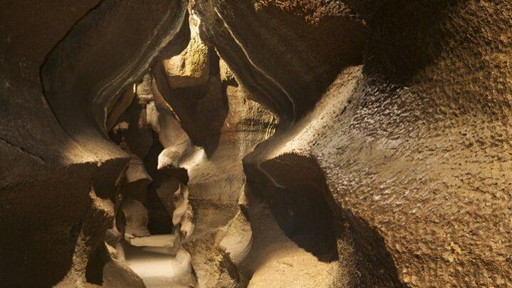 cropped-Niagara-Cave.jpg